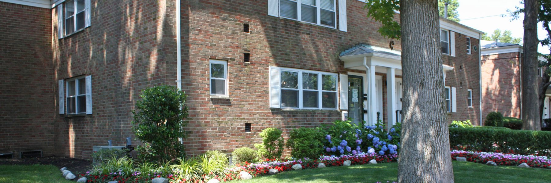 Carlton Club Apartments For Rent in Piscataway, NJ Building View